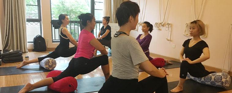 yoga teacher training course in mumbai